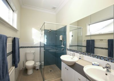 arnold-residence-bathroom1